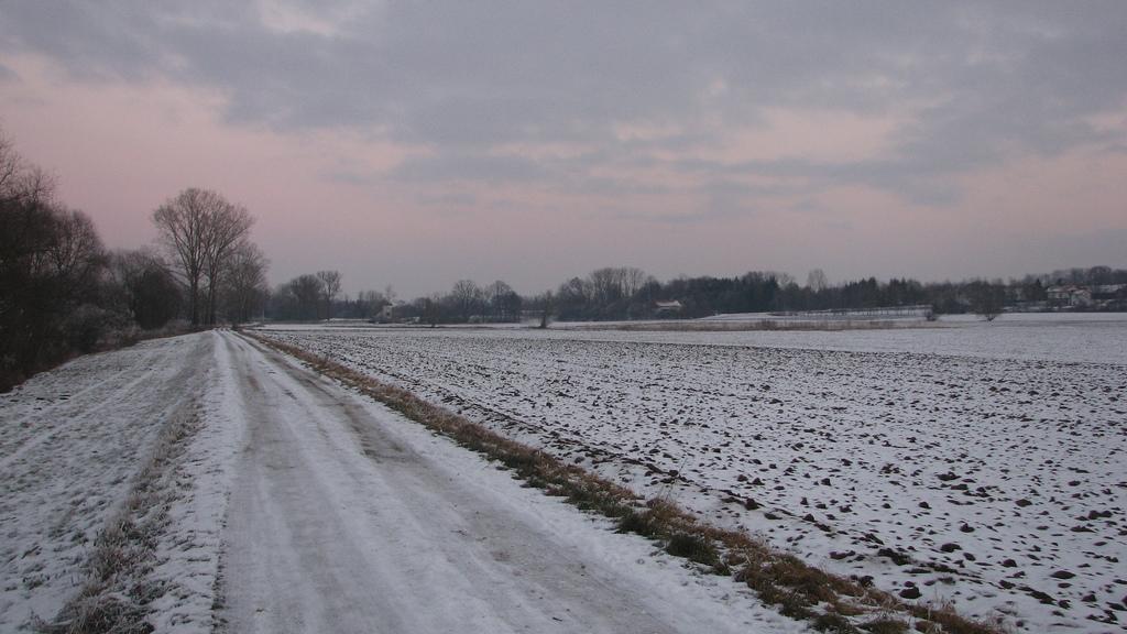 leil.de/di/pics/leicht_verschneite_landschaft.jpg