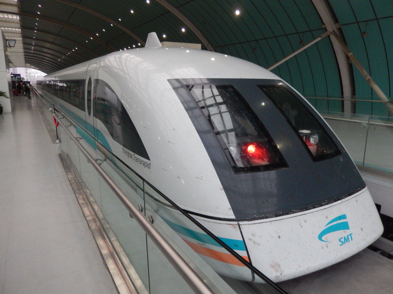 leil.de/di/pics/transrapid_Station_Longyang_2013.JPG